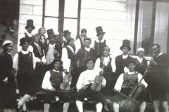 Gruppo Folkloristico a Tarcento 1930 (Archivio Vittorio Di Lenardo)