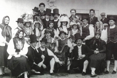 Gruppo Folkloristico anni 30 (Archivio Vittorio Di Lenardo)