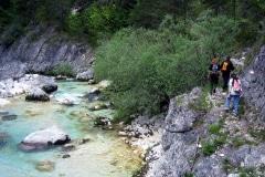 Passaggio sentiero fianco torrente